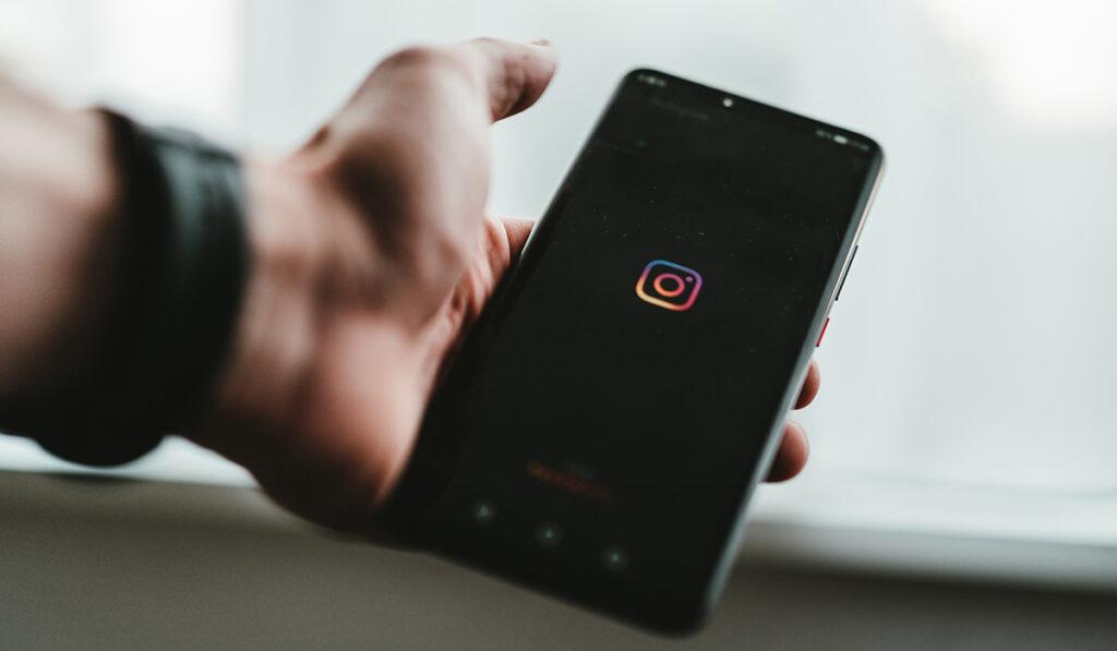 Community_manager_movil_instagram